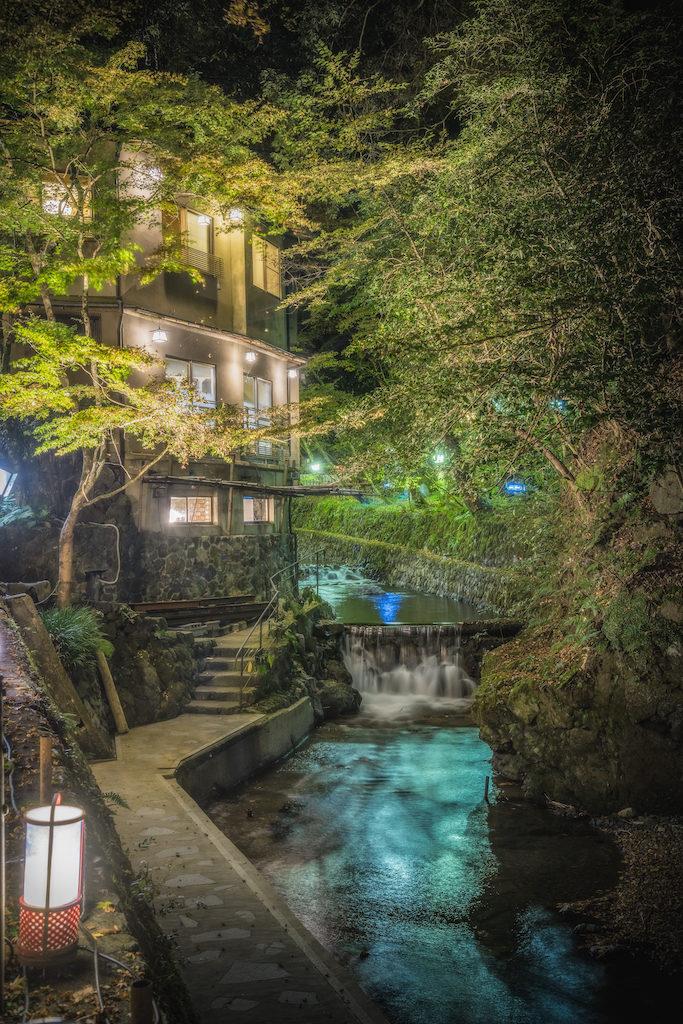 ADS8420-683x1024 京の奥座敷 紅葉ライトアップの貴船神社へ訪れました!