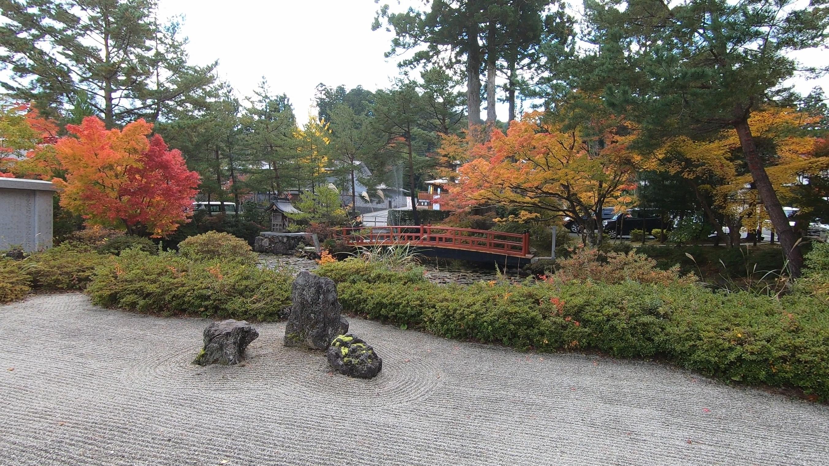 GH011839-2 関西でいち早く紅葉に染まる高野山へカメラ旅!