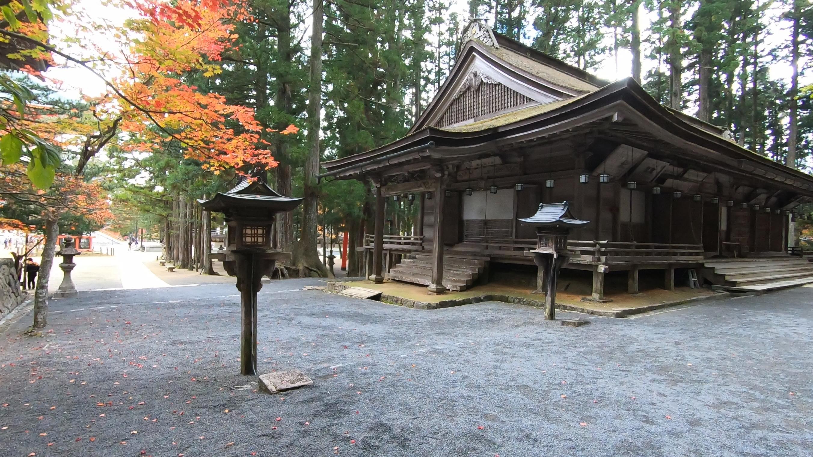GH011848 関西でいち早く紅葉に染まる高野山へカメラ旅!