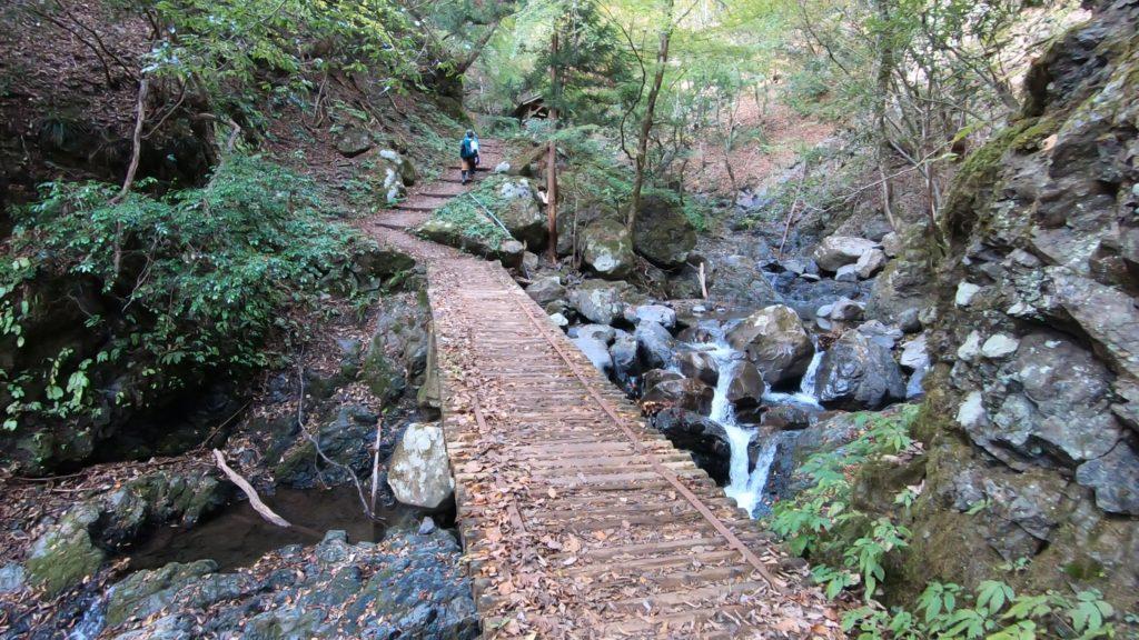 GH011925-1024x576 落差98メートル!兵庫県一の落差を誇る紅葉の天滝へツーリング旅!