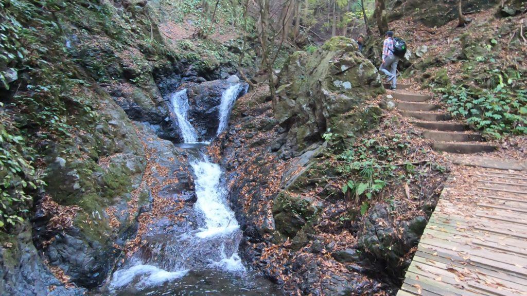 GH011926-1024x576 落差98メートル!兵庫県一の落差を誇る紅葉の天滝へツーリング旅!