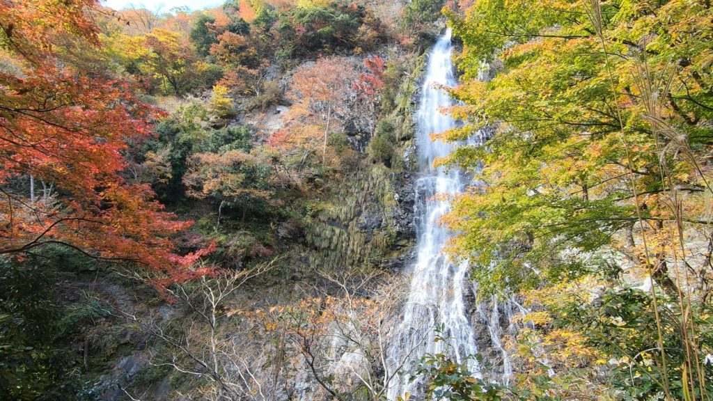 GH011931-1-1024x576 落差98メートル!兵庫県一の落差を誇る紅葉の天滝へツーリング旅!