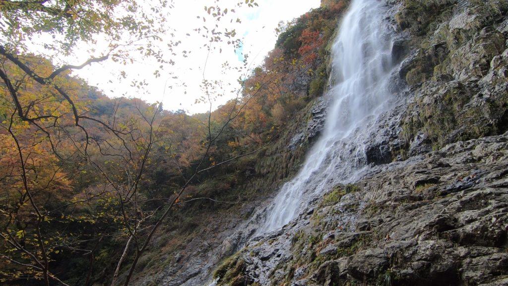 GH011935-1024x576 落差98メートル!兵庫県一の落差を誇る紅葉の天滝へツーリング旅!