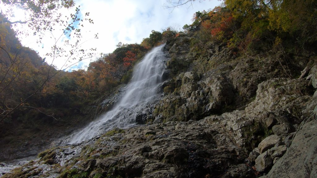 GH011938-1024x576 落差98メートル!兵庫県一の落差を誇る紅葉の天滝へツーリング旅!