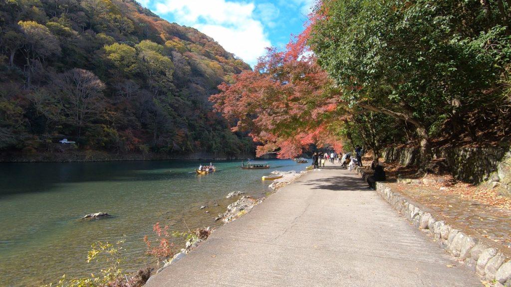 GH012015-1-1024x576 京都 紅葉の嵐山カメラ&観光おすすめの散策スポット ( 2019年 京都の秋、嵐山の綺麗な紅葉景色が見れる写真スポット・アクセス情報や交通手段など!)