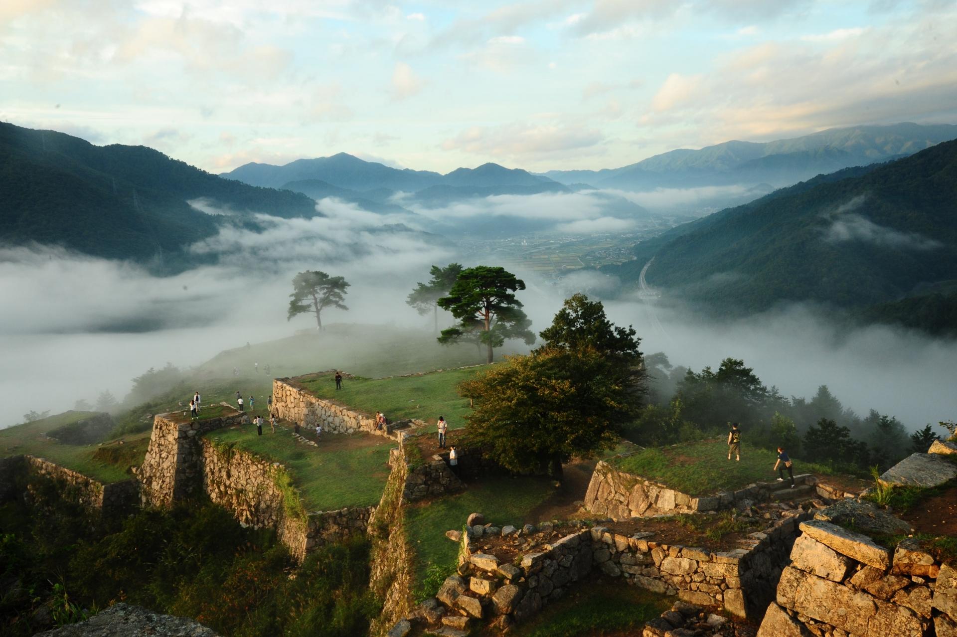 1224689_m 兵庫県 竹田城(雲海に包まれる秋におすすめの絶景写真スポット!アクセス情報や雲海の発生条件など)
