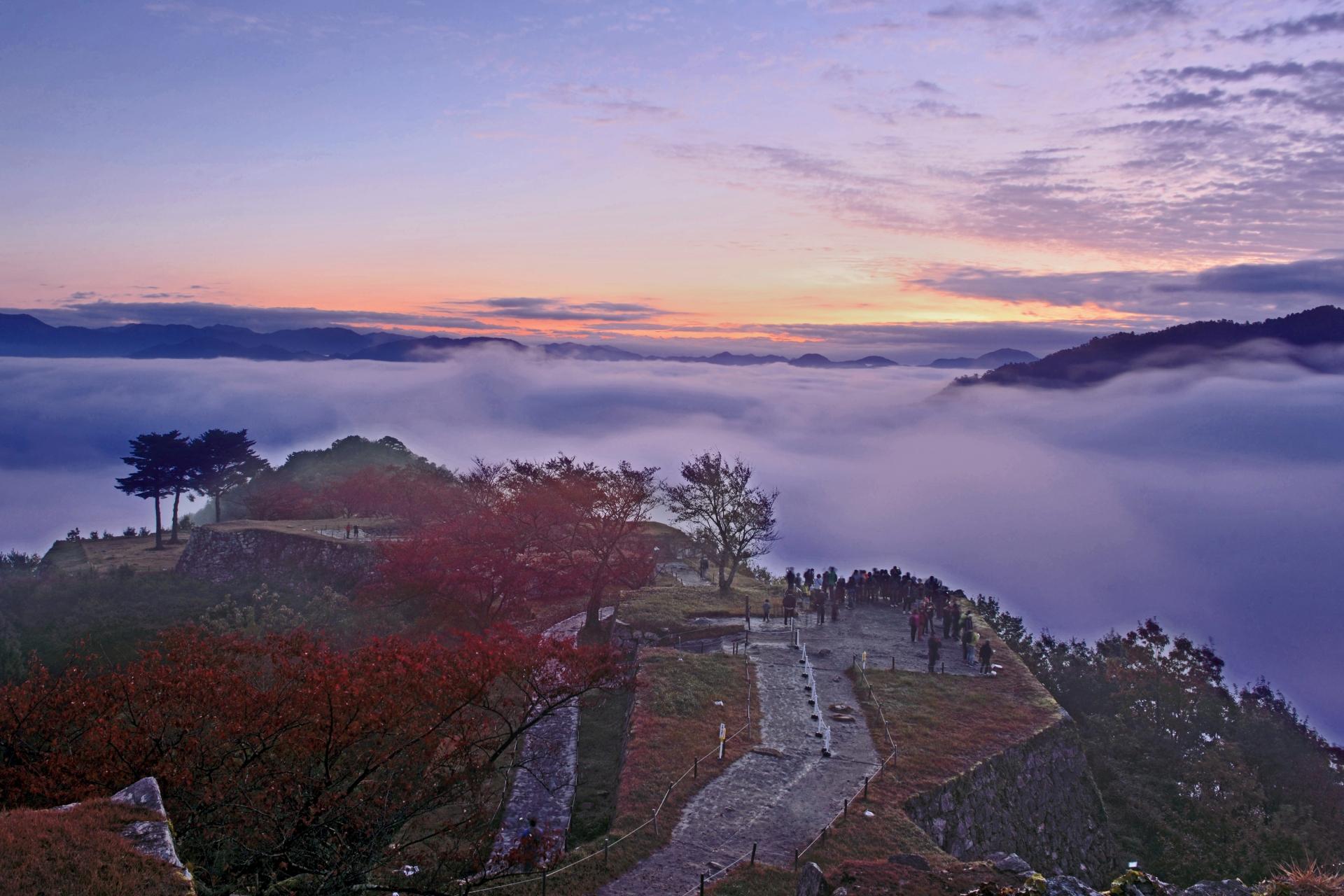 3921891_m 兵庫県 竹田城(雲海に包まれる秋におすすめの絶景写真スポット!アクセス情報や雲海の発生条件など)