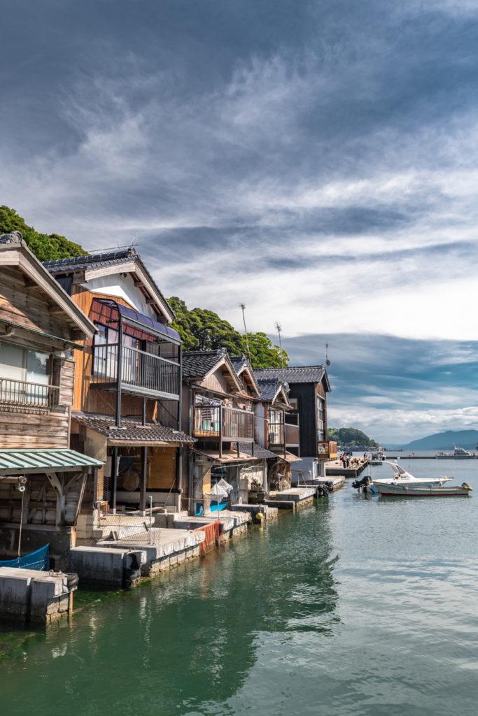 ADS5996-683x1024 京都  伊根の舟屋 ( 京都の夏におすすめの海が見える絶景写真スポット・アクセス情報や撮影ポイントなど!)
