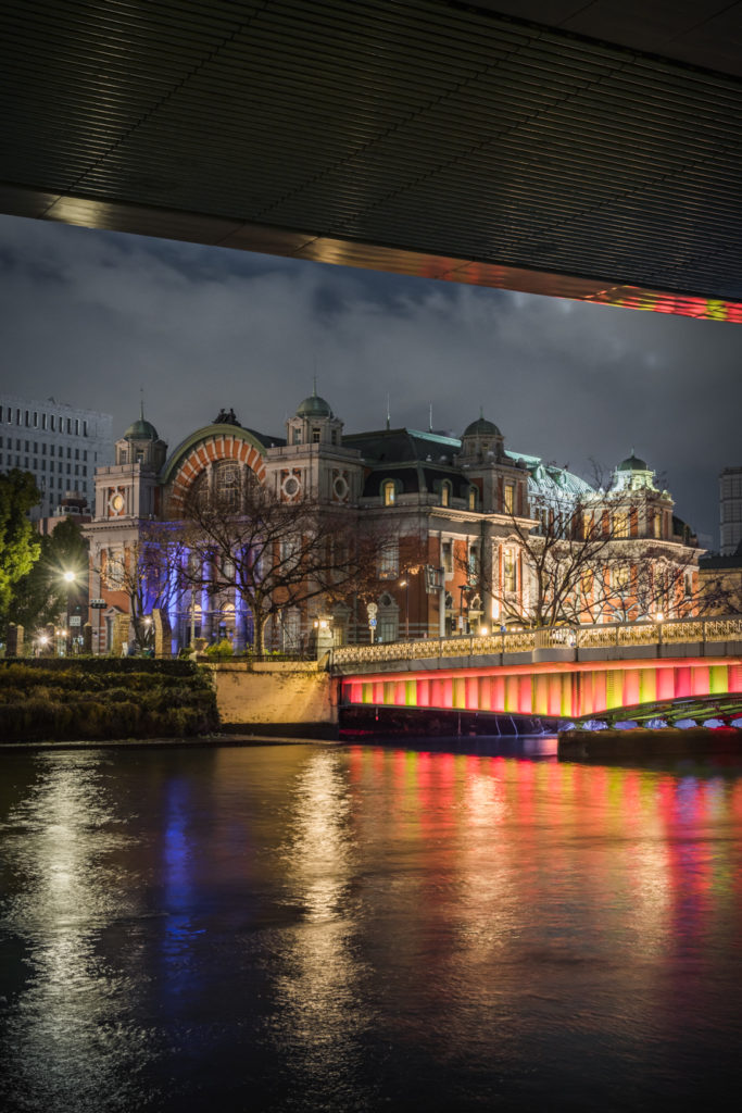 ADS9948-683x1024 大阪  中之島公園( 大阪の夜景・イルミネーションの撮影におすすめ!撮影した写真の紹介、アクセス・光の饗宴情報など!)