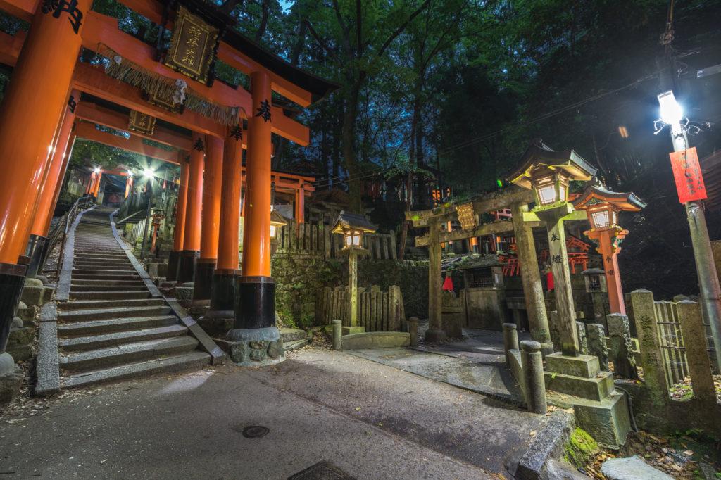 DSC0264-1024x682 京都  伏見稲荷大社(京都の夏、新緑の時期におすすめスポット!写真の紹介やアクセス情報やなど)
