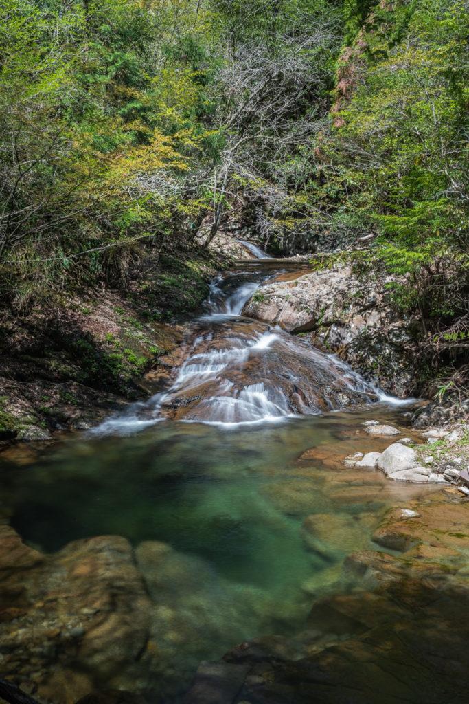 DSC03255-683x1024 奈良県 済浄坊の滝 ( 奈良 夏 新緑  写真スポット)