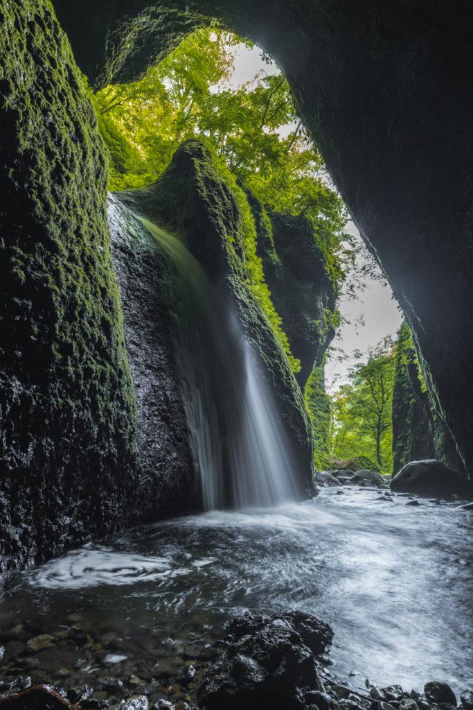DSC2323-683x1024 兵庫県 シワガラの滝(兵庫県の夏、新緑の時期におすすめの絶景滝写真スポット!撮影した写真の紹介、アクセス情報や撮影ポイントなど!)