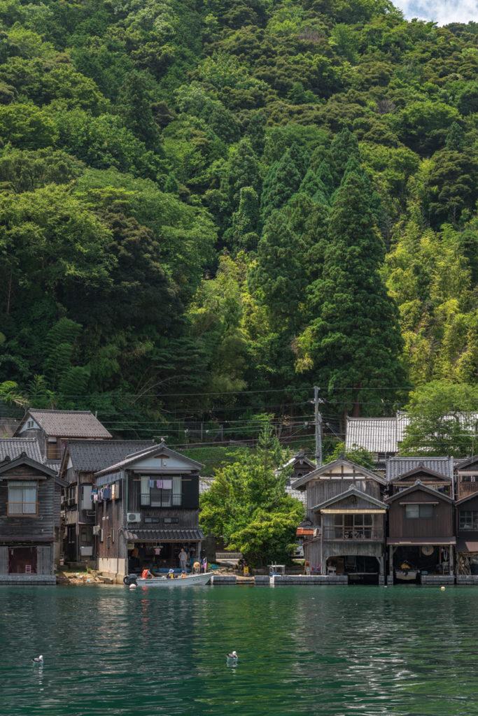 DSC2916-683x1024 京都  伊根の舟屋 ( 京都の夏におすすめの海が見える絶景写真スポット・アクセス情報や撮影ポイントなど!)