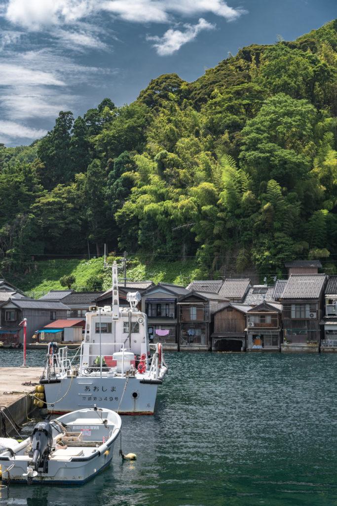 DSC2931-683x1024 京都  伊根の舟屋 ( 京都の夏におすすめの海が見える絶景写真スポット・アクセス情報や撮影ポイントなど!)