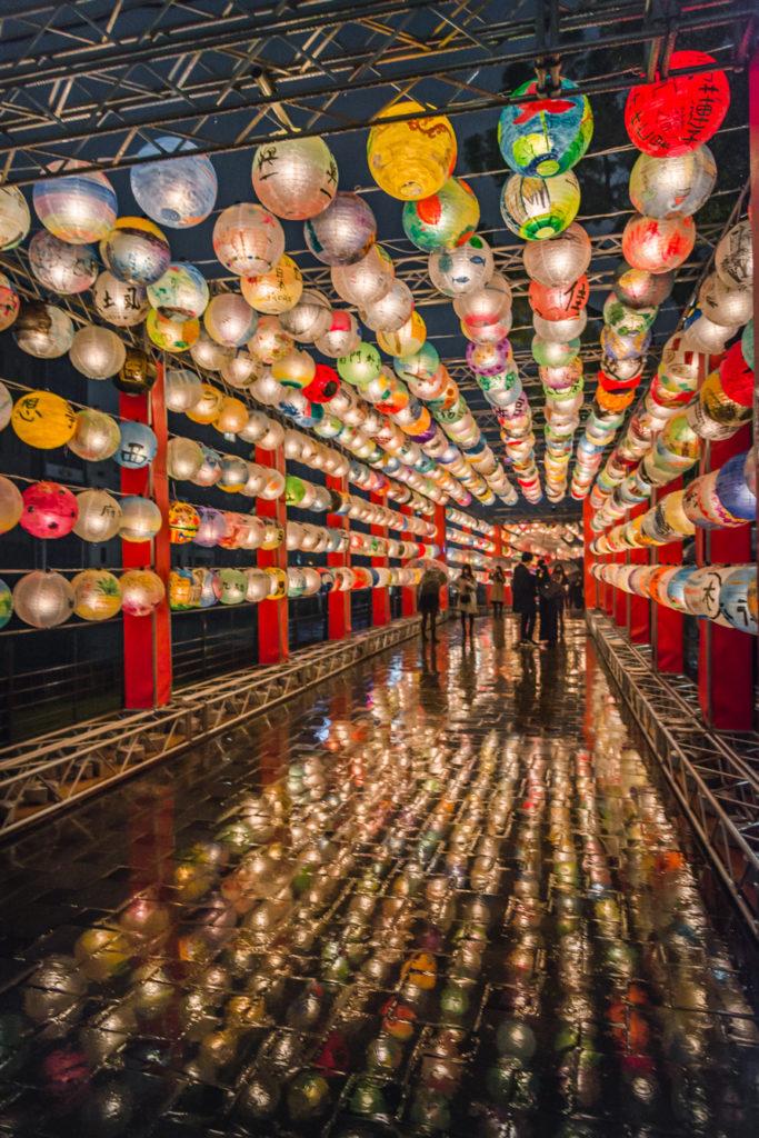 DSC_0820-683x1024 大阪  中之島公園( 大阪の夜景・イルミネーションの撮影におすすめ!撮影した写真の紹介、アクセス・光の饗宴情報など!)