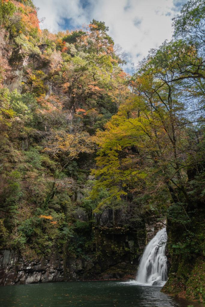 DSC_6958-683x1024 三重県 赤目四十八滝( 夏の新緑と秋の紅葉の時期におすすめ!沢山の滝を見れるハイキングスポット! 撮影した写真の紹介、アクセス方法や駐車場、料金などまとめ)