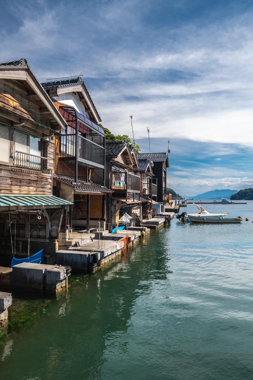 NIKON-CORPORATION_NIKON-D850_2471589042-2471697941_19809 京都  伊根の舟屋 ( 丹後半島おすすめの海に町が浮かぶように見える絶景写真スポット・アクセス情報や駐車場など!)