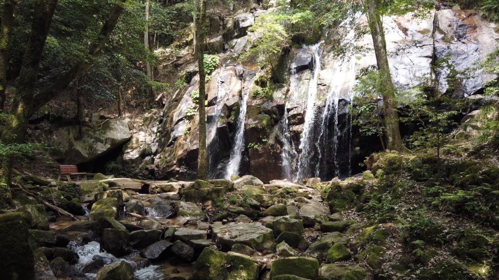 e5bb9a4f5c305de81a60f5ce9ca61dd8-1024x575 京都 金引の滝(日本の滝百選に選定された秘境の滝スポット!写真の紹介、アクセス情報など)
