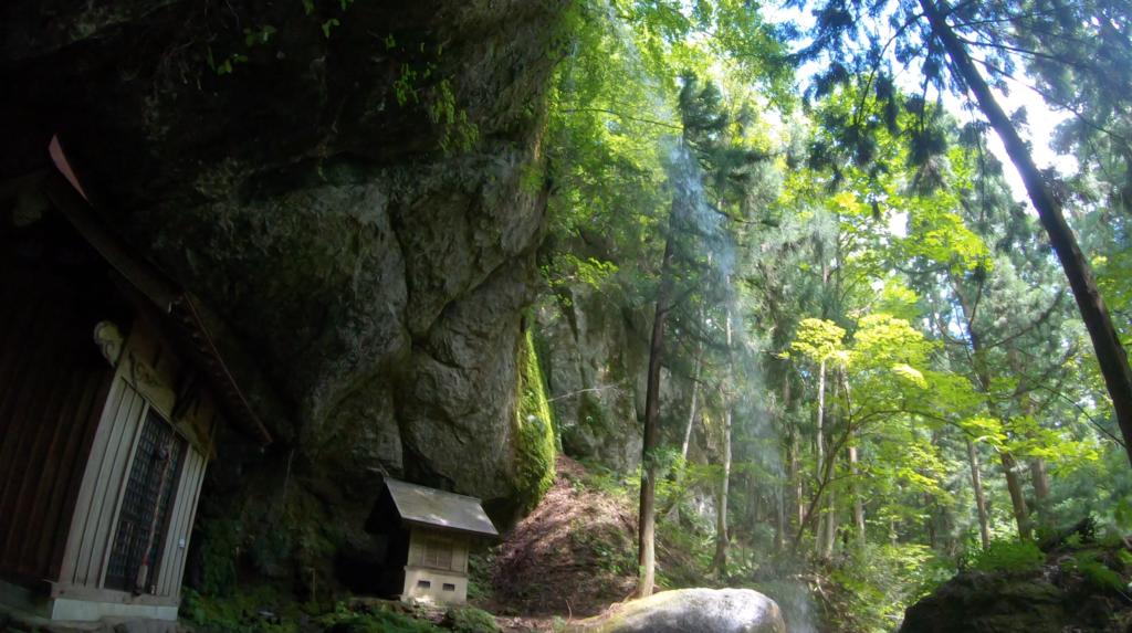 3bda422e4dd7e7e2b8e26e56e6c44c8d-1024x573 兵庫県 吉滝(滝と神社の幻想的な景色!  関西・近畿・兵庫県の滝スポット!撮影した写真の紹介、 アクセス情報や撮影ポイントなど!)