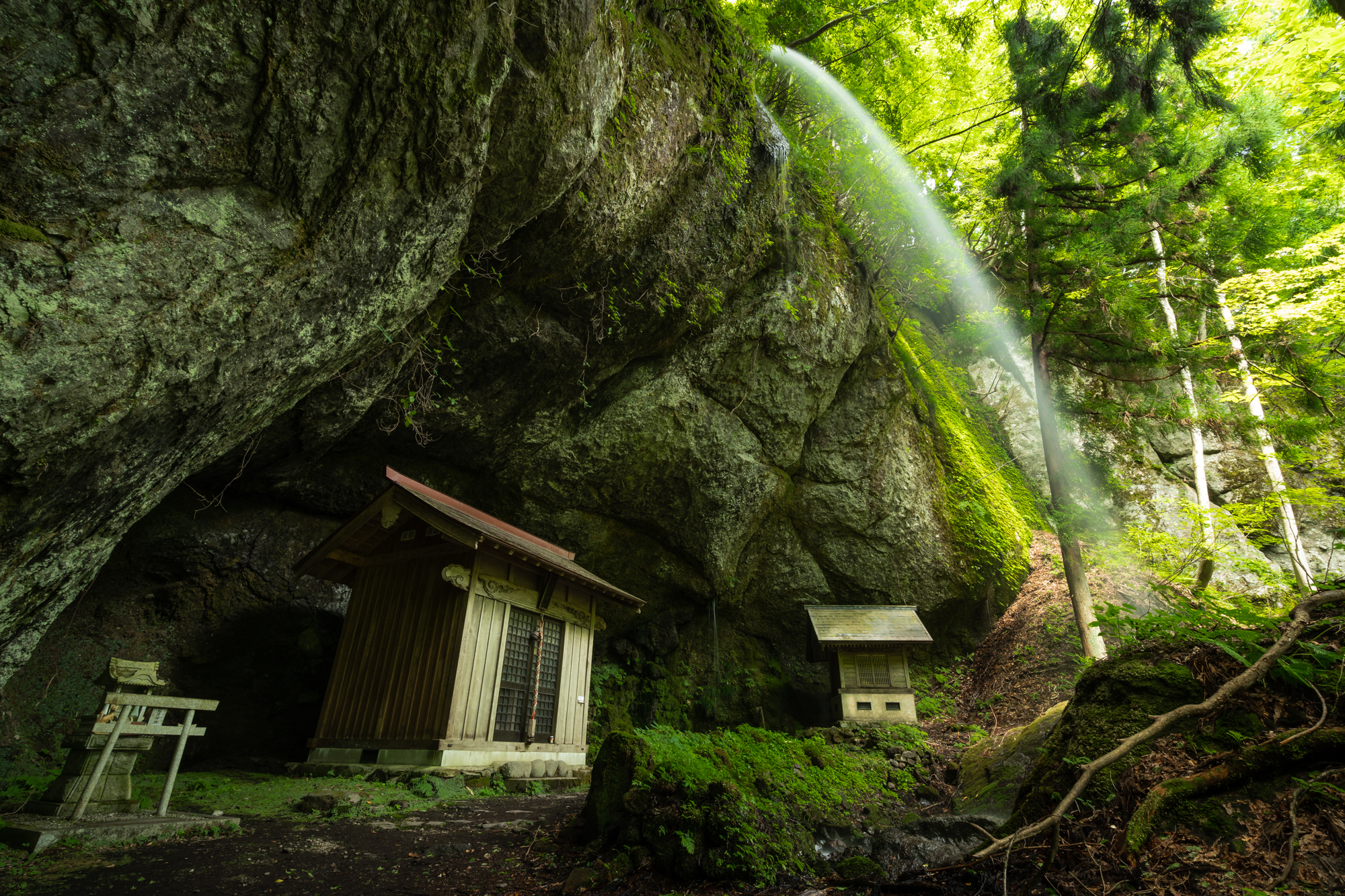 DSC01044 兵庫県 吉滝(滝と神社の幻想的な景色!  関西・近畿・兵庫県の滝スポット!撮影した写真の紹介、 アクセス情報や撮影ポイントなど!)