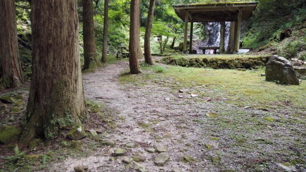 07217ed7867cf5d1cd22b9a2adfe201b-1024x576 京都府 霧降りの滝( 新緑の滝が美しい初夏におすすめの滝スポット! 写真の紹介、アクセス・駐車場情報やなど!)