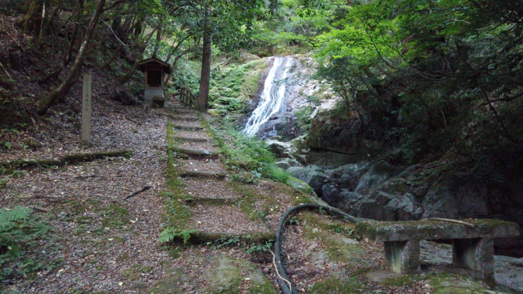 7afa19458a8bf1fd826480b0f7703be5-1024x576 兵庫県 清竜の滝( 駐車場から歩いて5分! 関西・近畿・兵庫県の滝スポット!撮影した写真の紹介、 アクセス情報や撮影ポイントなど!)