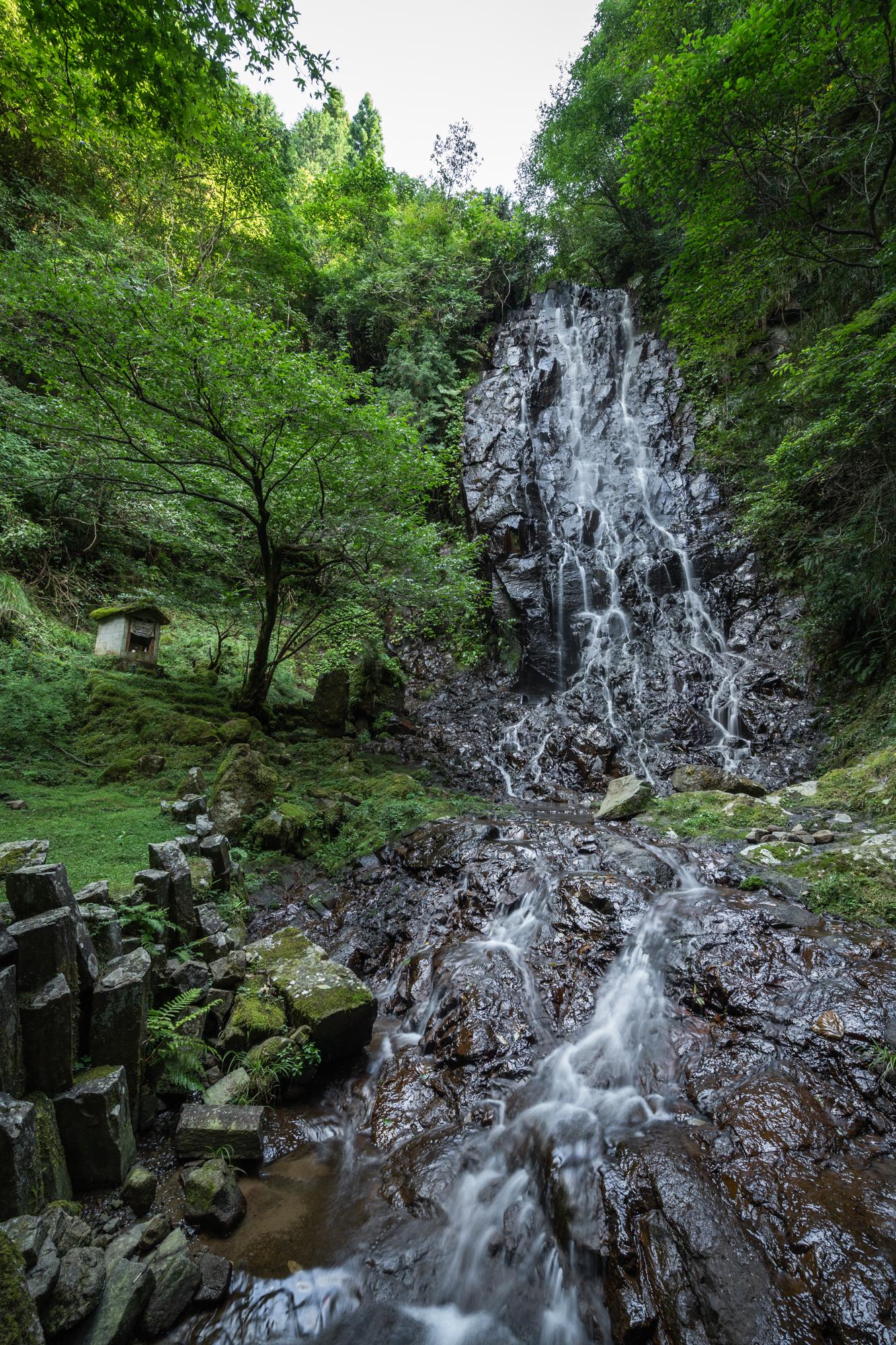 DSC01605 京都府    霧降りの滝 ( 京都の丹後半島観光におすすめ! 滝が観れる撮影スポット! アクセス・駐車場情報や撮影ポイントなど!!)