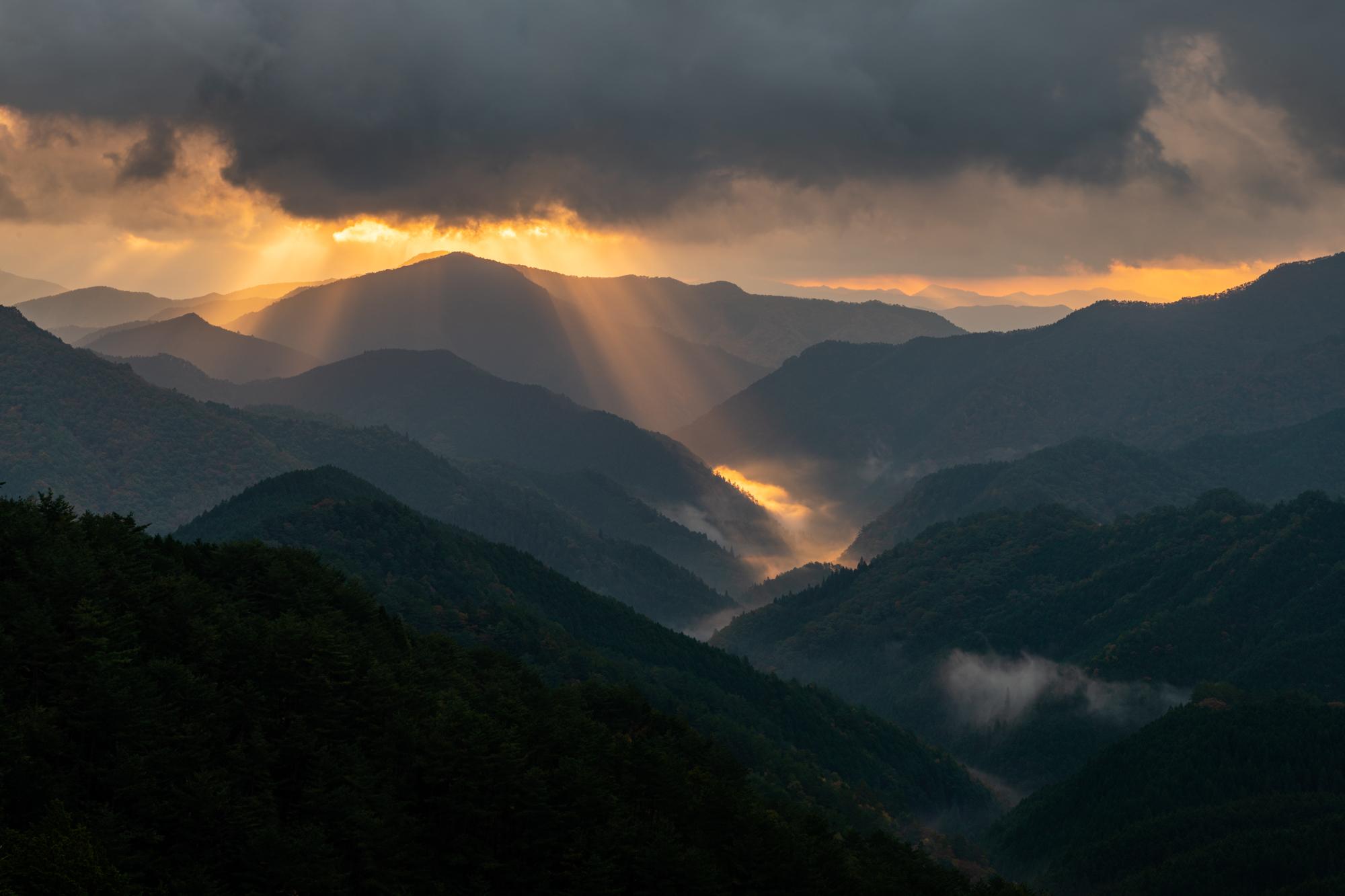 NIKON-CORPORATION_NIKON-D85020567 奈良県  野迫川村雲海スポット(雲海や朝日の光芒が見れる秋におすすめの絶景スポット! 撮影した写真の紹介、アクセス情報など)