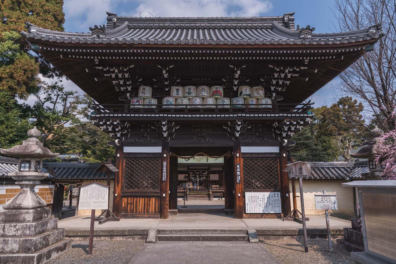 DSC_2081 京都 梅宮大社(境内に咲く35種500本の梅と猫神社で人気の写真スポット。 アクセス情報や交通手段・駐車場情報などまとめ)