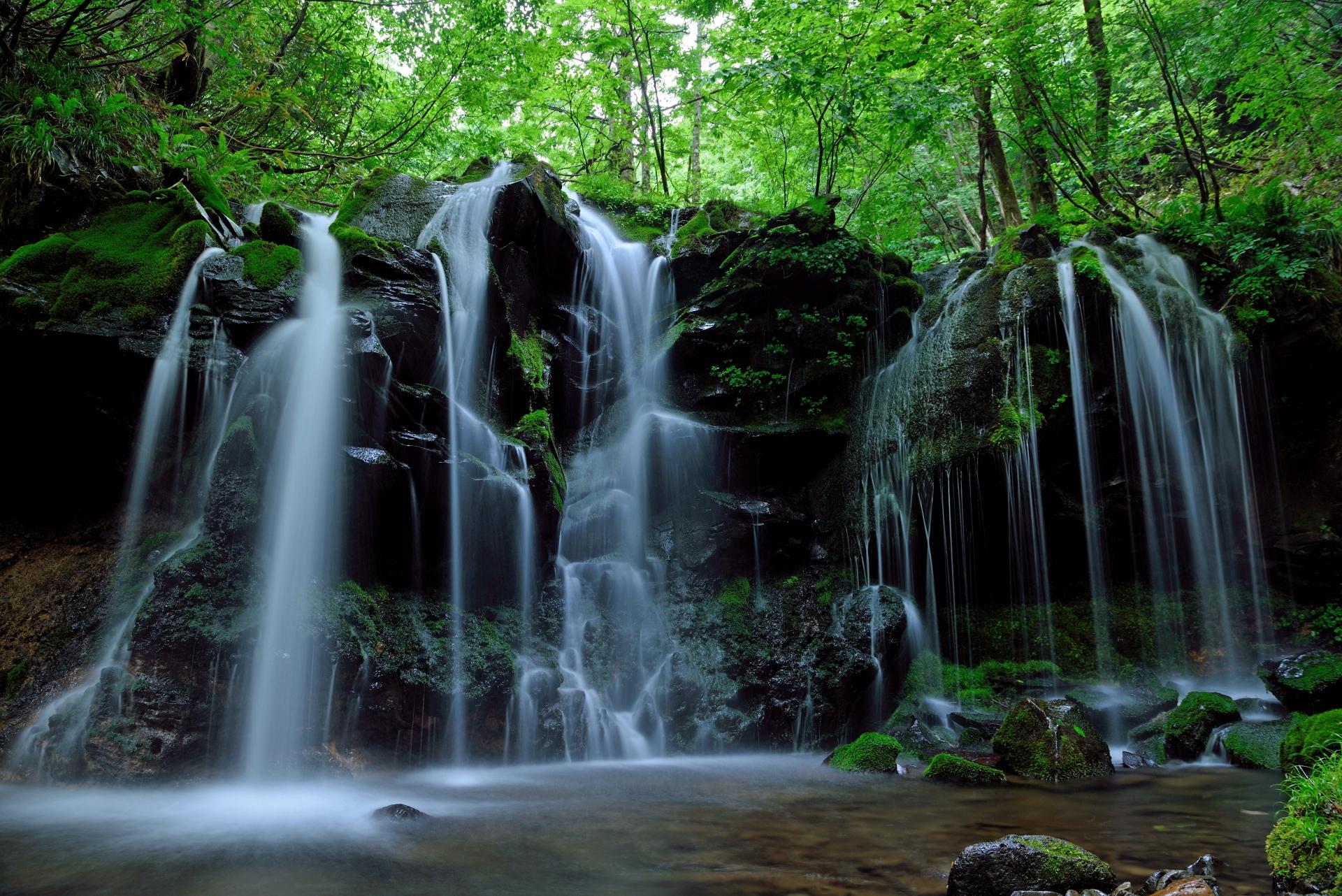 4099054_m 兵庫県 猿壺の滝(新緑の時期におすすめの秘境滝スポット!写真の紹介、アクセス情報など)