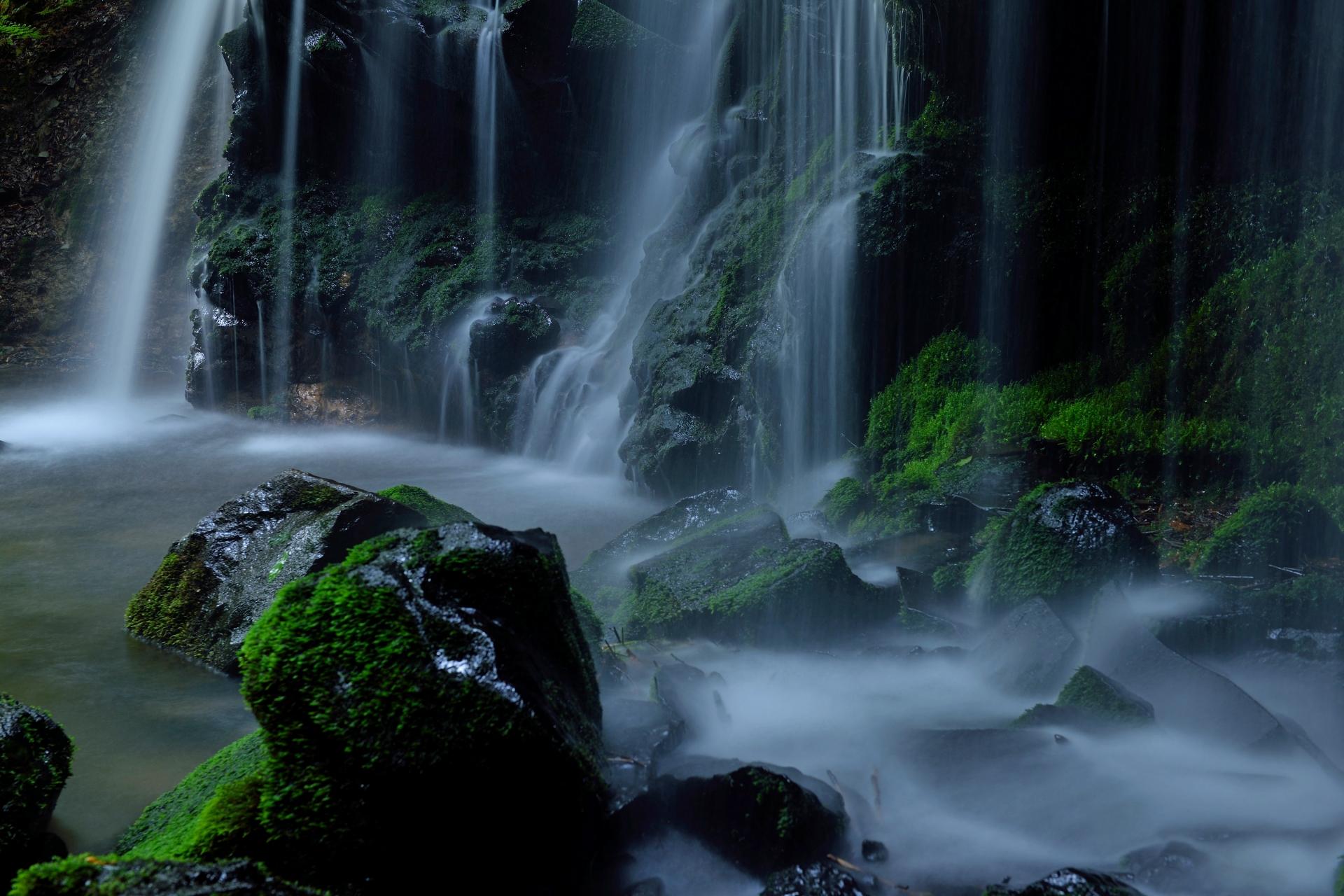 4099056_m 兵庫県 猿壺の滝(新緑の時期におすすめの秘境滝スポット!写真の紹介、アクセス情報など)
