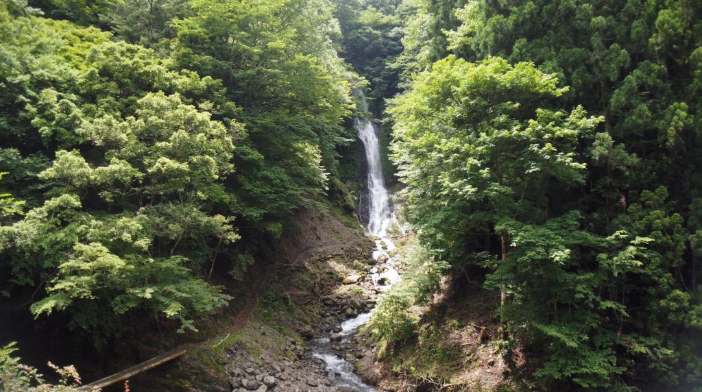 0952fc376d38574c0cf0d3bd57e02a2e-1024x572 和歌山県 さがり滝 (新緑の景色が美しい湯川渓谷の滝!夏、新緑の時期におすすめの写真スポット! 撮影した写真の紹介、アクセス方法など)