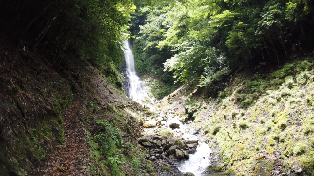 88a34f8b3974e977e8ce90106979cc39-1024x574 和歌山県 さがり滝 (新緑の景色が美しい湯川渓谷の滝!夏、新緑の時期におすすめの写真スポット! 撮影した写真の紹介、アクセス方法など)