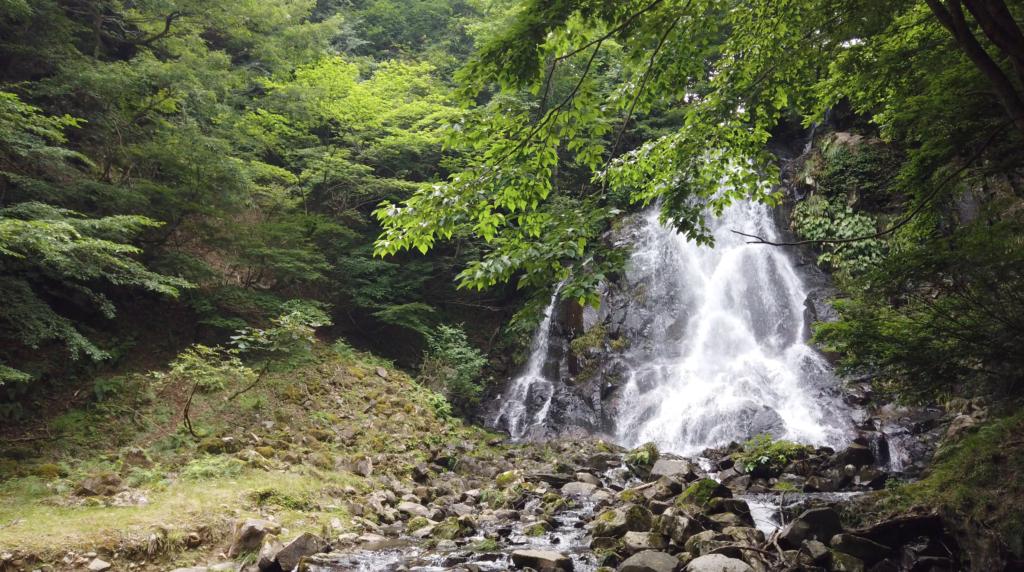 8ec04488d4921377ee7de41f34e1393d-1024x572 兵庫県 神鍋渓谷公園 (迫力のある一ツ滝、二ツ滝が見所!新緑の季節におすすめ滝スポット!写真の紹介、アクセスなど)
