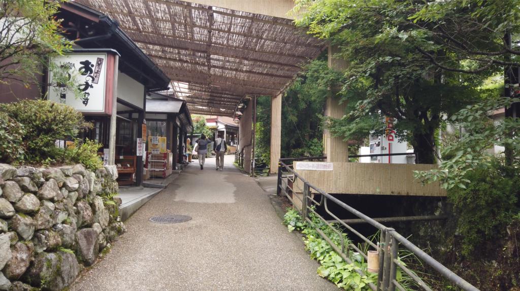 d06424cbba88e88d1d0bc019440299fd-1024x574 京都府 三千院 (青もみじと苔の新緑が美しい庭園.  初夏、梅雨の時期におすすめの写真スポット!撮影した写真の紹介、アクセス情報など)