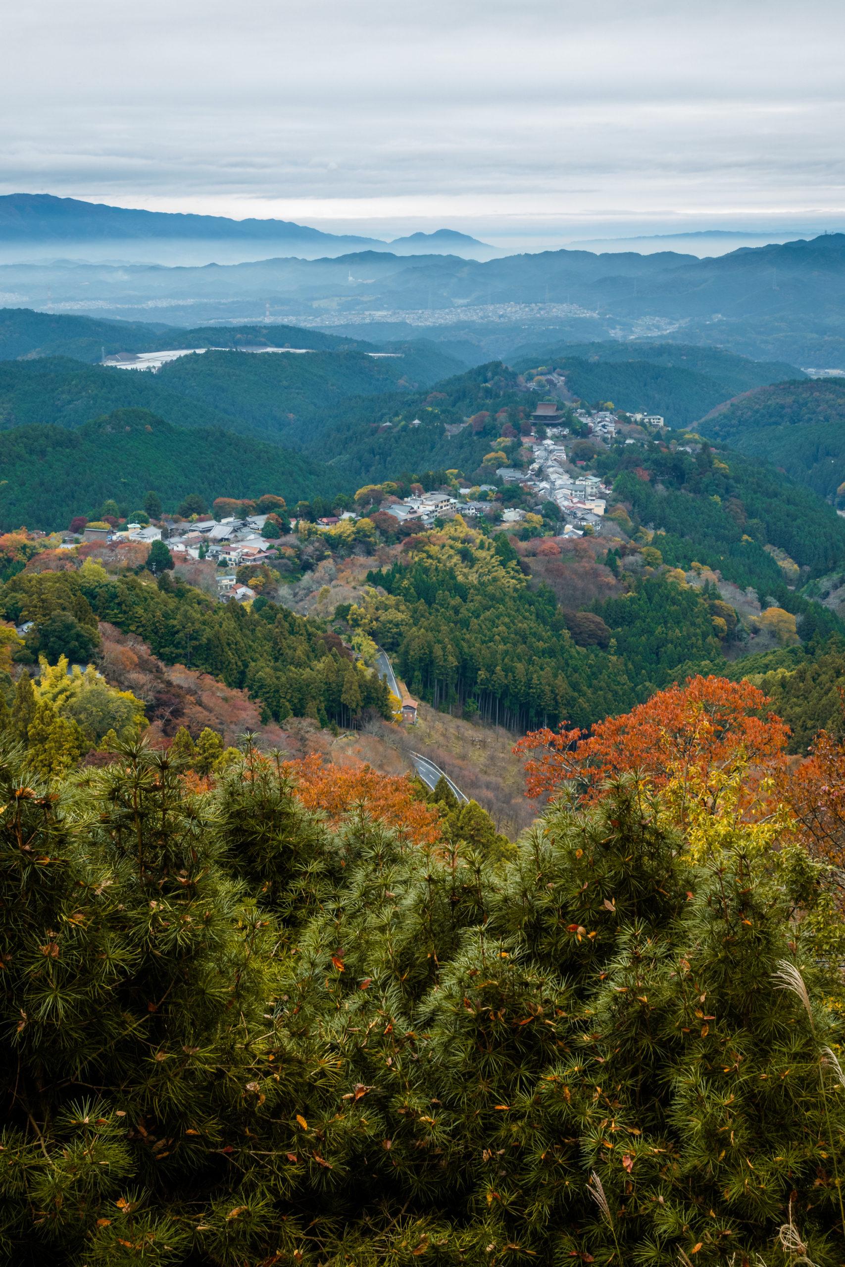 DSC00093-scaled 奈良県  吉野山(山が紅葉に染まる秋におすすめの絶景スポット! 撮影した写真の紹介、アクセス情報や駐車場情報など)