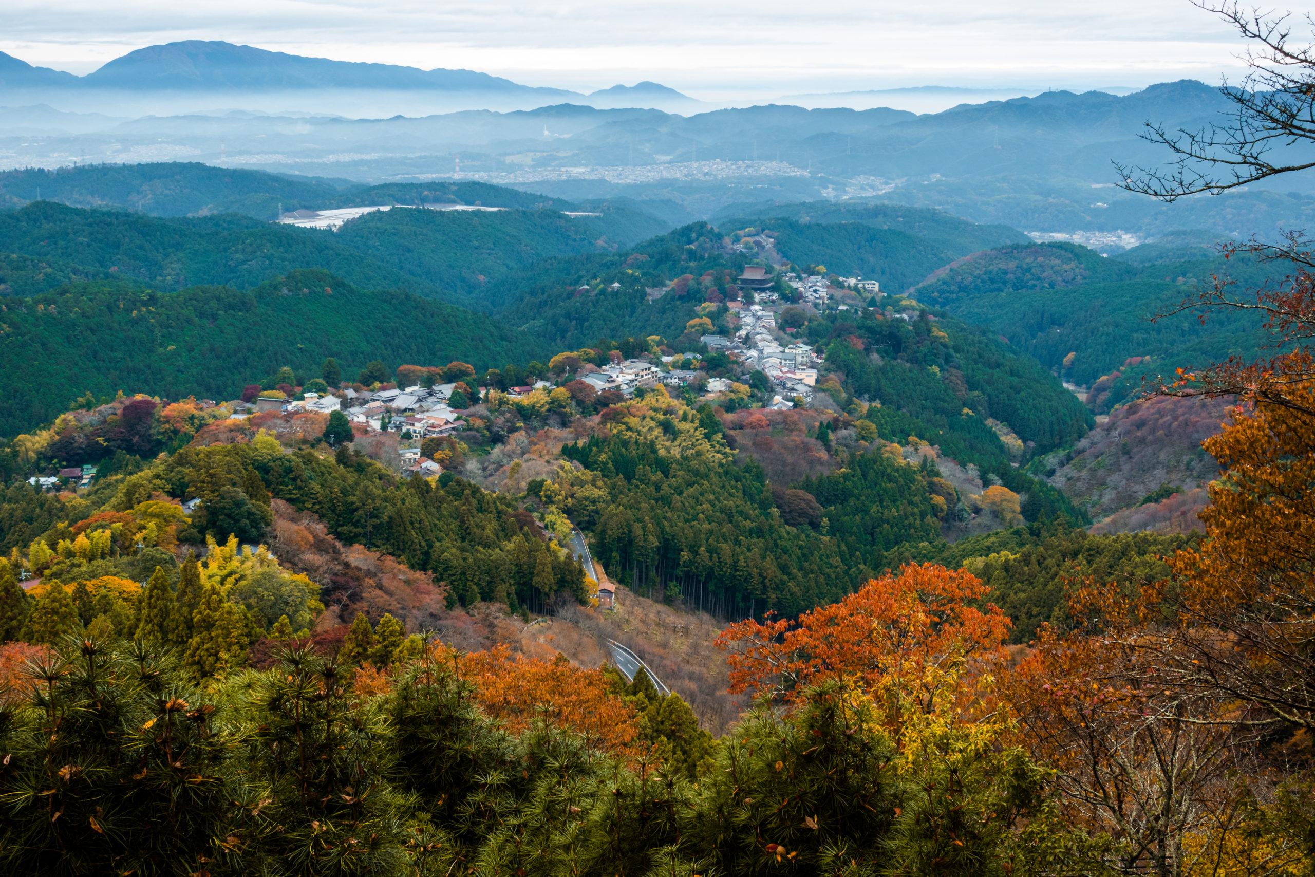 DSC00097-scaled 奈良県  吉野山(山が紅葉に染まる秋におすすめの絶景スポット! 撮影した写真の紹介、アクセス情報や駐車場情報など)
