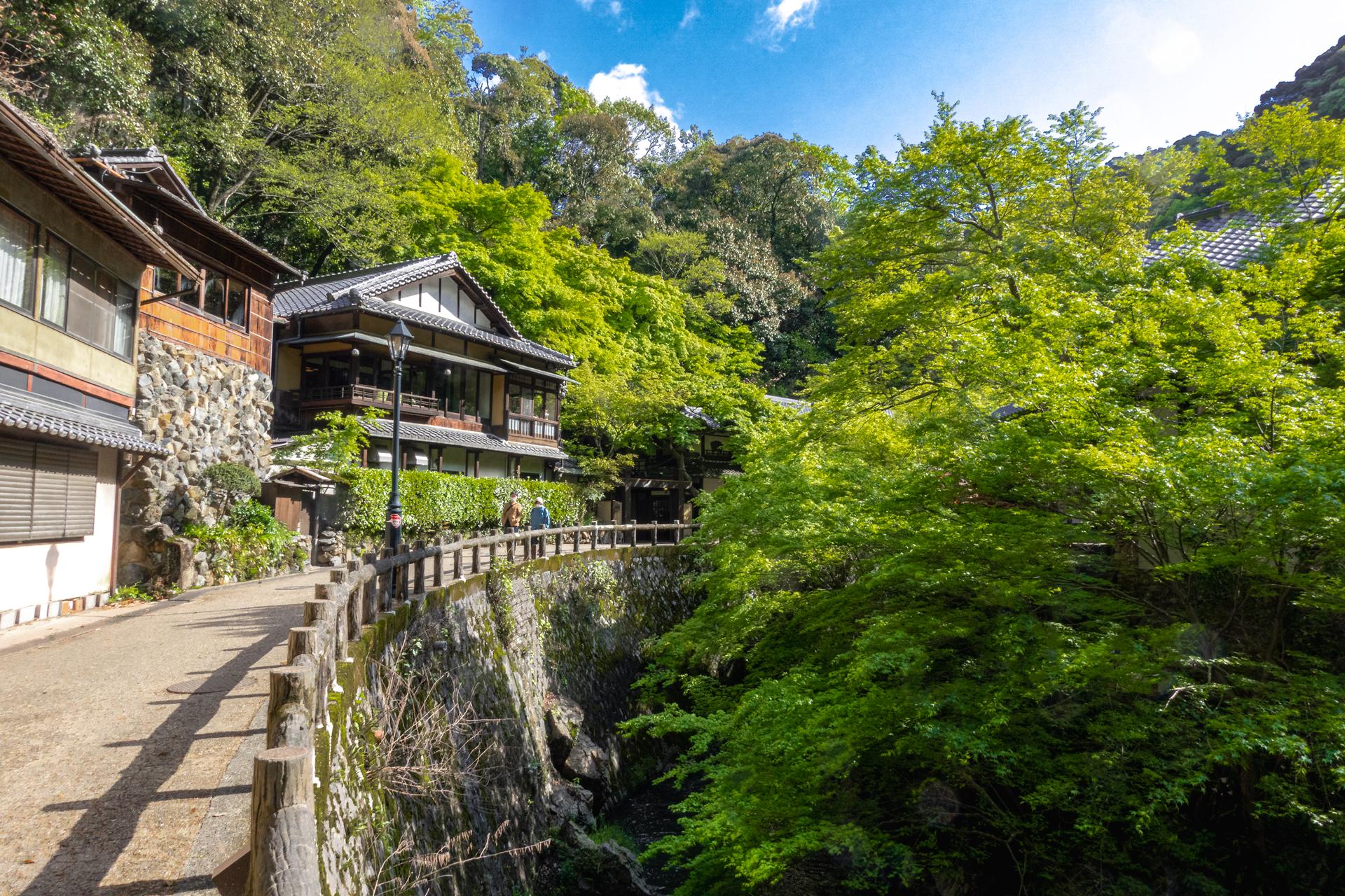 DSC05756 大阪府 箕面大滝(日本の滝百選に選定された新緑に染まる絶景の滝スポット! 写真の紹介、アクセス情報など)